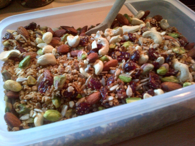 Homemade healthy granola (640x480)